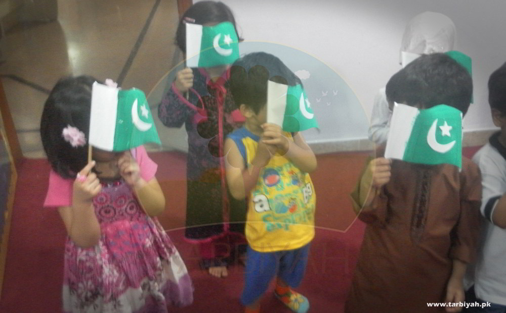 Kids with Pakistan flag